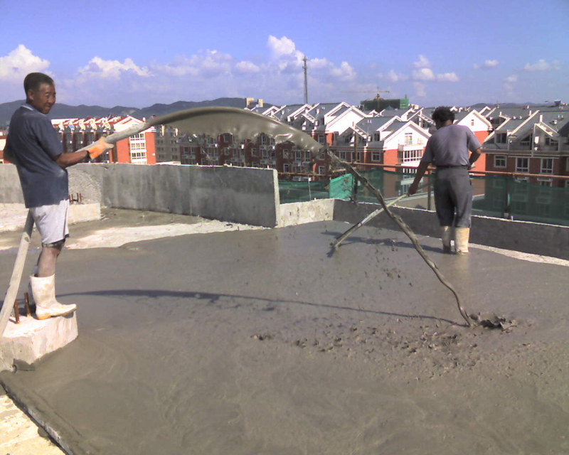 Foamed Cement for Roof Casting and Flattening Treatment