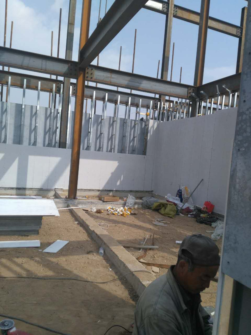 Pre-supported formwork for wall